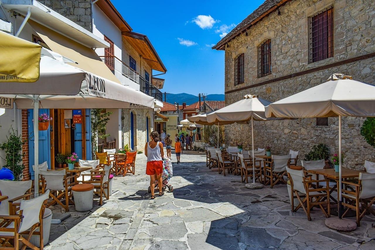 הכפר אמודוס, חופשה בקפריסין
