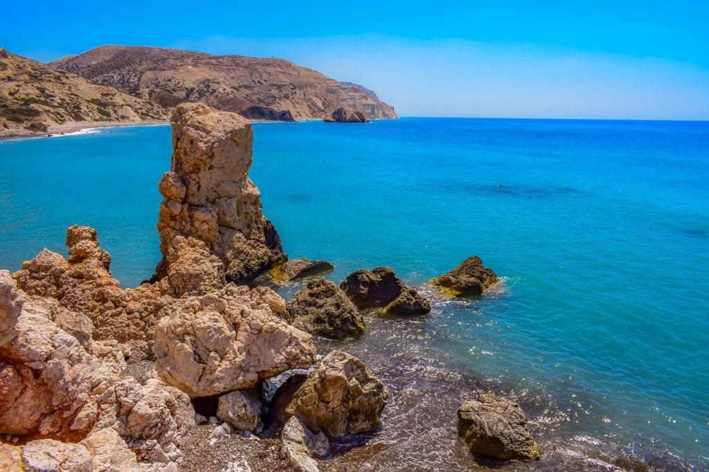 סלע אפרודיטה, חופשה ביוון